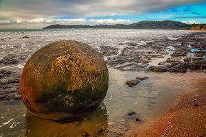 The Giant's Marbles (Moeraki Boulders, New Zealand)